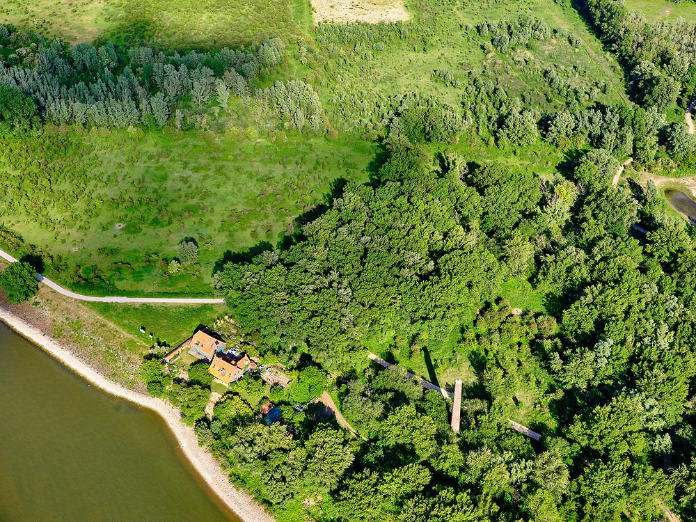 Nederland, Gelderland, GemeenteBerg en Dal; 27-05-2020. Gelderse Poort met oever rivier de Waal en begin van de <br /> Millingerwaard.<br /> Gelderse Poort with a view of the river Rhine (Waal) and Millingerwaard.<br /> <br /> luchtfoto (toeslag op standaard tarieven);<br /> aerial photo (additional fee required)<br /> copyright © 2020 foto/photo Siebe Swart