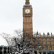2012020502-Snow in Parliament Square - London