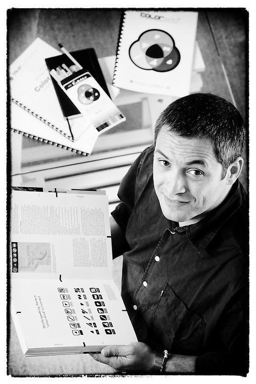 Designer português Miguel Neiva, criador do ColorADD® - sistema de identificação de cores para daltónicos