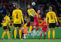 Ayo Simon Okosun (AC Horsens) i duel med Mikkel Rygaard (FC Nordsjælland) under kampen i 3F Superligaen mellem FC Nordsjælland og AC Horsens den 19. februar 2020 i Right to Dream Park, Farum (Foto: Claus Birch).