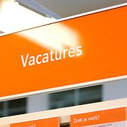 Nederland Rotterdam 26-03-2009 20090326 Foto: David Rozing ..Serie UWV, bordje elektronisch inschrijven, e intake, e-intake Werkbedrijf lokatie Schiekade centrum Rotterdam, de vroegere arbeidsbureaus ( CWI UWV ) De werkloosheid in Nederland begint op te lopen. Dat blijkt uit de jongste cijfers die het Centraal Bureau voor de Statistiek (CBS) de oorzaak is de krediet crisis Holland, The Netherlands, dutch, Pays Bas, Europe , economische, financien, financiele, krimp, krimpen, nederlandse, economy..Foto: David Rozing/