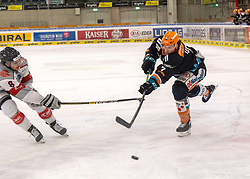 21.02.2021, Keine Sorgen Eisarena, Linz, AUT, EBEL, EHC Liwest Black Wings Linz vs iClinic Bratislava Capitals, 48. Qualifikationsrunde, im Bild v.l. Brett Carson (iClinic Bratislava Capitals), Brian Lebler (Steinbach Black Wings 1992) // during the bet-at-home ICE Hockey League 48th qualifying round match between EHC Liwest Black Wings Linz and iClinic Bratislava Capitals at the Keine Sorgen Eisarena in Linz, Austria on 2021/02/21. EXPA Pictures © 2021, PhotoCredit: EXPA/ Reinhard Eisenbauer