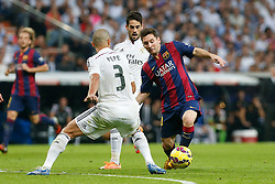 25.10.2014, Estadio Santiago Bernabeu, Madrid, ESP, Primera Division, Real Madrid vs FC Barcelona, 9. Runde, im Bild Real Madrid´s Pepe (L) and Barcelona´s Leo Messi // during the Spanish Primera Division 9th round match between Real Madrid CF and FC Barcelona at the Estadio Santiago Bernabeu in Madrid, Spain<br /> <br /> ***** NETHERLANDS ONLY *****