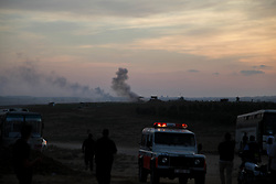 October 5, 2018 - Gaza, Palestine - Palestinian demonstrators burn tires and throw rocks using slingshots in response to Israeli forces' intervention during a demonstration within the ''Great March of Return'' on the Gaza-Israel border in Rafah. (Credit Image: © Ramez Habboub/Pacific Press via ZUMA Wire)