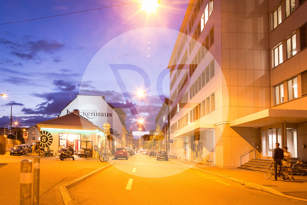 SCHWEIZ - ZÜRICH - Stadtansicht Kreis 5 Ecke Neugasse/Klingenstrasse Blick Richtung Amboss Rampe und Brockenhaus - 08. August 2016 © Raphael Hünerfauth - http://huenerfauth.ch