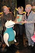"""Première familievoorstelling 'Mr Finney' in Theater Diligentia te Den Haag. De nieuwsgierige Mr Finney is gebaseerd op de bekende boekjes van Laurentien van Oranje en Sieb Posthuma. In de boeken stelt Mr Finney veel vragen over de wereld om zich heen en beleeft hij veel avonturen op zoek naar antwoorden.<br /> <br /> Premiere family show """"Mr. Finney 'Diligentia Theater in The Hague. The curious Mr. Finney is based on the famous books of Laurentien van Oranje and Sieb Posthuma. The book suggests Mr. Finney many questions about the world around him and he experiences many adventures looking for answers.<br /> <br /> Op de foto / On the photo: Dick Feld met Prinses Laurentien en Sieb Posthuma"""