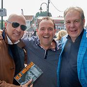 NLD/Volendam/20190522 - Boekpresentatie Keje Molenaar – Meesterlijk, journalist John van den Heuvel, Pier Tol en Maarten Spanjer