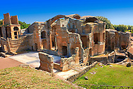 Thermal Grand Baths at Hadrian's Villa ( Villa Adriana ) built during the second and third decades of the 2nd century AD, Tivoli, Italy. A UNESCO World Heritage Site. .<br /> <br /> If you prefer to buy from our ALAMY PHOTO LIBRARY  Collection visit : https://www.alamy.com/portfolio/paul-williams-funkystock/hadrians-villa-tivoli.html<br /> Visit our CLASSICAL WORLD HISTORIC SITES PHOTO COLLECTIONS for more photos to buy as buy as wall art prints https://funkystock.photoshelter.com/gallery-collection/Classical-Era-Historic-Sites-Archaeological-Sites-Pictures-Images/C0000g4bSGiDL9rw
