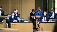 DEU, Deutschland, Germany, Berlin, 12.02.2021: Sachsens Ministerpräsident Michael Kretschmer (CDU) und der saarländische Ministerpräsident Tobias Hans (CDU) bei der 1000. Plenarsitzung des Bundesrats. Aufgrund der Pandemie müssen alle Teilnehmer medizinische Masken bzw. FFP-2 Masken tragen.