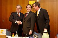 20 JAN 2003, BERLIN/GERMANY:<br /> Dieter Hundt (L), Praesident Bundesvereinigung der Deutschen Arbeitgeberverbaende, BDA, Gerhard Schroeder (M), SPD, Bundeskanzler, Michael Rogowski (R), Praesident Bundesverband der Deutschen Industrie, BDI, vor Beginn einer Sitzung von Kanzler und  BDA-Praesidium, Haus der Wirtschaft<br /> IMAGE: 20030102-02-008<br /> KEYWORDS: Präsident, Gerhard Schröder, Handshake