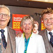 NLD/Amsterdam/20150526 - Boekpresentatie Huisje, Boompje, Buikje van Bastiaan Ragas, met vader Ben Ragas en zijn moeder