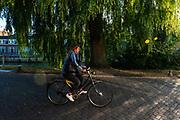 Een meisje fietst door Utrecht.<br /> <br /> A girl cycles in Utrecht.