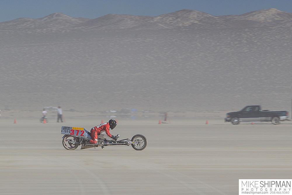 Bucket 372, 372B, eng 100CC, body A-G, driver Tim Lewis, 75.709 mph, record 99.458