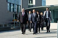 01 APR 2020, BERLIN/GERMANY:<br /> Peter Altmaier (L), CDU, Bundeswirtschaftsminister, und Olaf Scholz (R), SPD, Bundesfinanzminister, auf dem Weg zu einem Pressestament nach der Kabinettsitzung, vor dem Bundeskanzleramt<br /> IMAGE: 20200401-01-015