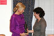 Maxima ontvangt Machiavelliprijs 2011.<br /> <br /> Prinses Máxima is onderscheiden voor haar wijze van communiceren. In perscentrum Nieuwspoort in Den Haag ontvangt zij de Machiavelliprijs 2011. Deze prijs gaat elk jaar naar iemand die uitblinkt op het gebied van publieke communicatie.<br /> <br /> Maxima receives Machiavelli Prize 2011.<br /> <br /> Princess Maxima is distinguished for its way of communicating. In Nieuwspoort press center in The Hague, she receives the Price Machiavelli 2011. This award goes annually to someone who excels in the field of public communication.<br /> <br /> Op de foto / On the photo:  Prinses Maxima ontvangt voor haar uitzonderlijke communicatieve kwaliteiten de Machiavelliprijs 2011 uit handen van de voorzitter van de stichting Marja Wagenaar // Princess Maxima receives for her exceptional communication skills Machiavelli Prize 2011 from the hands of the chairman of the foundation Marja Wagenaar