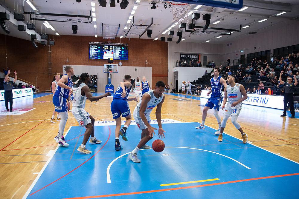 ÖSTERSUND 20210924<br /> Nässjö med bollen under fredagens match i Basketligan mellan Jämtland Basket och Nässjö Basket i Östersunds Sporthall<br /> <br /> Foto: Per Danielsson/Projekt.P