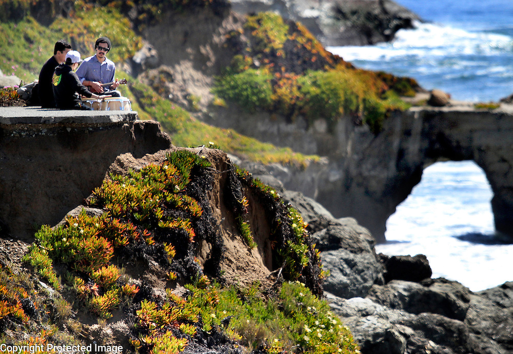 Waldo Bernis, Angel Prieto and a drummer named Yomer enjoy the sunny weather with a clifftop jam session along West Cliff Drive in Santa Cruz, California. <br /> Photo by Shmuel Thaler <br /> shmuel_thaler@yahoo.com www.shmuelthaler.com