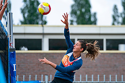 Anne Buijs in action. From July 1, competition in the Netherlands may be played again for the first time since the start of the corona pandemic. Nevobo and Sportworx, the organizer of the DELA Eredivisie Beach volleyball, are taking this opportunity with both hands. At sunrise, Wednesday exactly at 5.24 a.m., the first whistle will sound for the DELA Eredivisie opening tournament in Zaandam on 1 July 2020 in Zaandam.