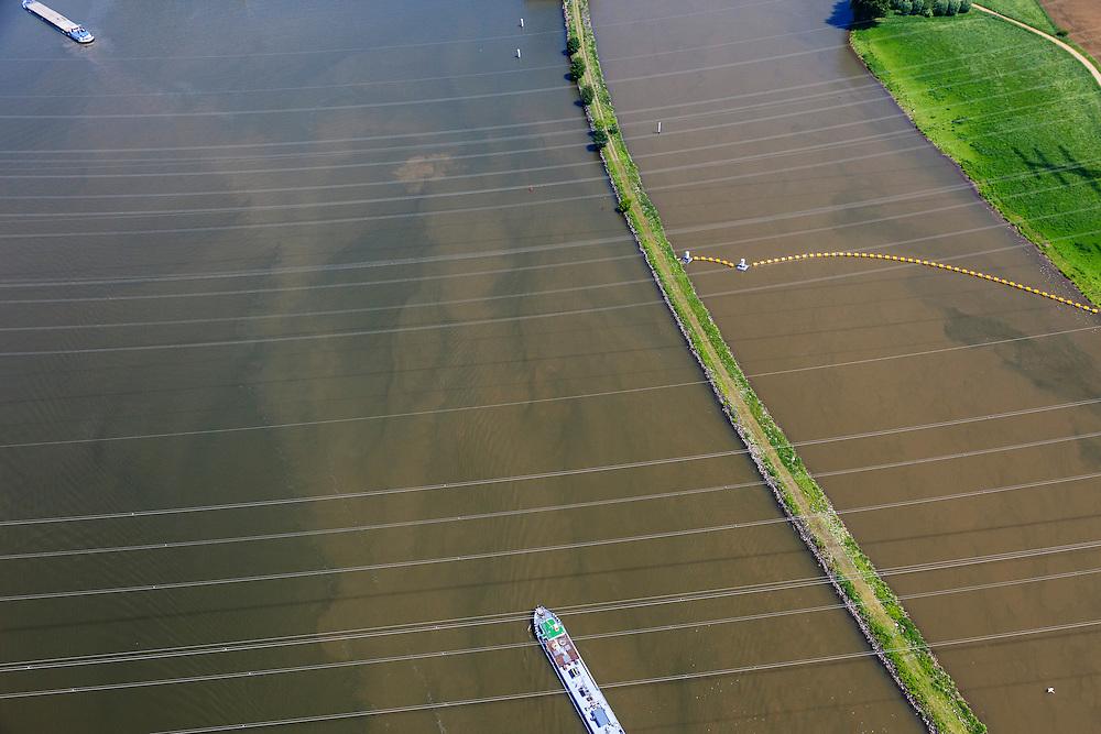 Nederland, Limburg, Gemeente Maasgouw, 27-05-2013; ingang Lateraalkanaal LInne-Buggenum. Binnenvaartschip passert hoogspanningsdraden. Rechts ballenlijn die scheepvaart tegen moet houden (richting stuw)<br /> Entrance Meuse Lateral Canal Linne-Buggenum. Barge passe high voltage wires. <br /> luchtfoto (toeslag op standard tarieven);<br /> aerial photo (additional fee required);<br /> copyright foto/photo Siebe Swart