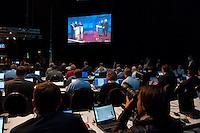 13 SEP 2009, BERLIN/GERMANY:<br /> Journalisten arbeiten an Ihren Laptops waehrend dem TV-Duell Merkel - Steinmeier zur Bundestagswahl 2009 der Fernsehsender Das Erste, RTL, Sat. 1 und ZDF, Fernsehstudios Berlin-Adlershof<br /> IMAGE: 20090913-01-068