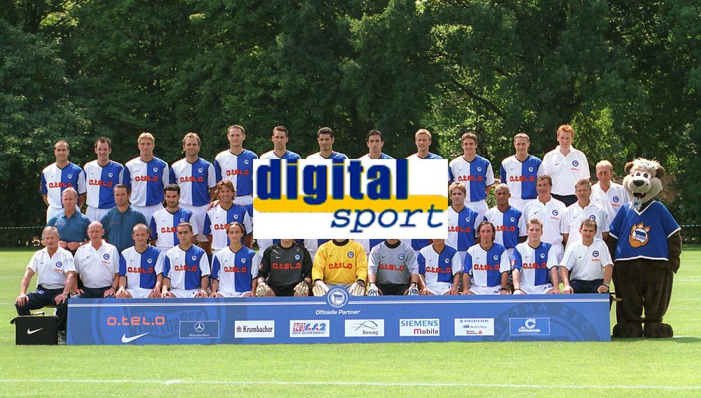 Fotball: Team Hertha BSC   Saison 2001/2002<br />v.R.v.l.: Stefan BEINLICH, Bart GOOR, Marko REHMER, Dick VAN BURIK, Josip SIMUNIC, Michael PREETZ, Ali DAEI, Kostas<br />KONSTANTINIDIS, Eyjšlfur SVERRISSON, Sebastian DEISLER, Andreas SCHMIDT, Physio SENNEFELD, Arzt Dr.SCHLEICHER<br />m.r.v.l.: Trainer Jörgen Rö…BER, Co.Trainer Bernd STORCK, Rene TRETSCHOK, Rob MAAS, Andreas NEUENDORF, Michael HARTMANN, Pal DARDAI,<br />Piotr REISS, Alex ALVES, MARCELINHO, Torwart-Trainer Di MARTINO und MARIC, HERTINHO<br />v.R.v.l.: Physio BENTIN unfd DRILL, Denis LAPACZINSKI, Sead ZILIC, Nderim NEDZIPI, Tomasz KUSZCZAK, Gabor KIRALY, Christian FIEDLER, <br />Dariusz WOSZ, Roberto PINTO, Torben MARX, Zeugwart RIEDEL