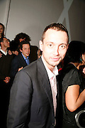 DAN MACMILLAN, Art Plus Music party. Fundraiser for the Whitechapel. 30 March 2006. ONE TIME USE ONLY - DO NOT ARCHIVE  © Copyright Photograph by Dafydd Jones 66 Stockwell Park Rd. London SW9 0DA Tel 020 7733 0108 www.dafjones.com