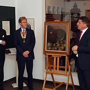 Overhandiging stilleven Henk Bos door Rotary Club Huizen aan Huizer Museum