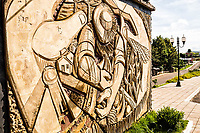 Mural na fronteira entre Brasil e Argentina, ao lado do Marco das Três Fronteiras inaugurado em 1903. Dionísio Cerqueira, Santa Catarina, Brasil. / <br /> Wall sculpture on the border between Brazil and Argentina. Dionísio Cerqueira, Santa Catarina, Brazil.