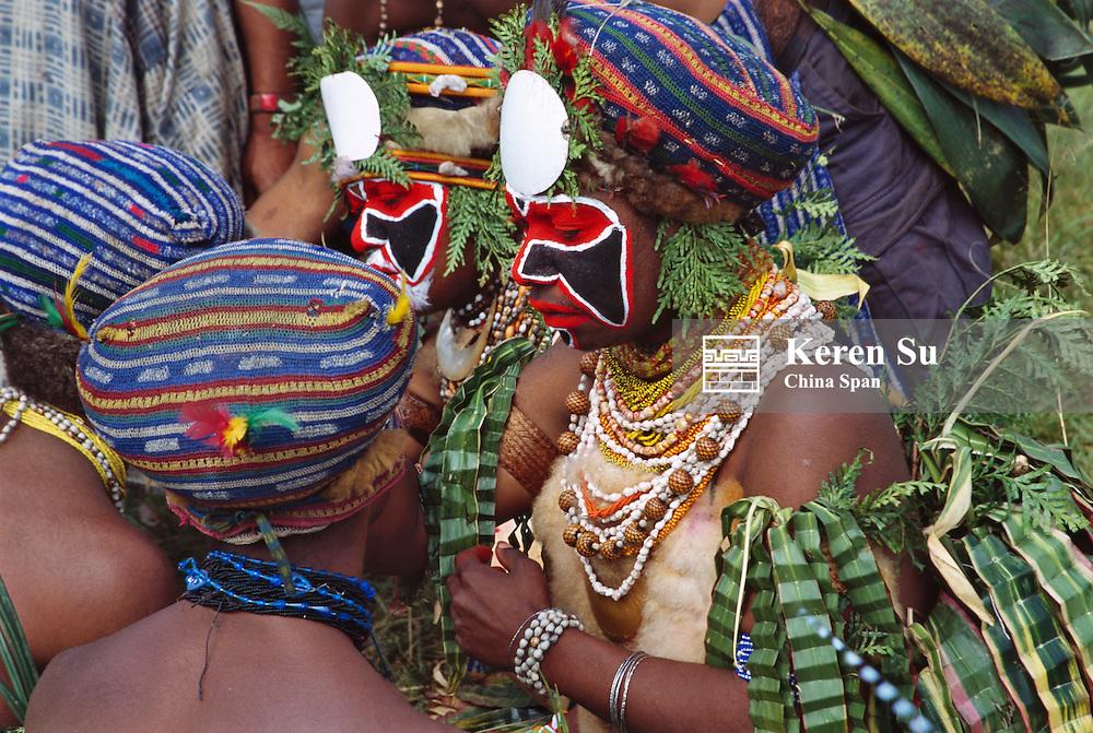 Highlands tribesman prepares himself at Sing Sing Festival, Mt. Hagen, Papua New Guinea