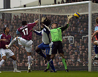 Photo: Olly Greenwood.<br />West Ham United v Portsmouth. The Barclays Premiership. 26/12/2006. Portsmouth's Linvoy Primus scores his 2nd goal