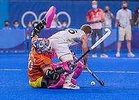 TOKIO - Victor Wegner (Bel) met keeper Andrew Charter (Aus)   tijdens de shoot outs na de hockey finale mannen, Australie-Belgie (1-1), België wint shoot outs en is Olympisch Kampioen,  in het Oi HockeyStadion,   tijdens de Olympische Spelen van Tokio 2020. COPYRIGHT KOEN SUYKe