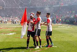 14-05-2017 NED: Kampioenswedstrijd Feyenoord - Heracles Almelo, Rotterdam<br /> In een uitverkochte Kuip pakt Feyenoord met een 3-0 overwinning het landskampioenschap / Steven Berghuis #19, Mo el Hankouri #40, Tonny Vilhena #10