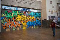 """DEU, Deutschland, Germany, Stuttgart, 14.09.2020: Ein Graffitti mit den schwäbischen Zeichentrickfiguren Äffle und Pferdle in der """"Secret Walls Gallery"""" im Bonatzbau, Hauptbahnhof Stuttgart. Bevor in dem fast 100 Jahre alten Bonatzbau ein Einkaufstempel mit Vier-Sterne-Hotel entsteht, erobern Stuttgarter Graffiti-Künstler diesen Raum noch einmal zurück."""