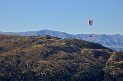 Auto-intitulada como a capital mundial da aventura, Queenstown é uma das cidades mais visitadas da Nova Zelândia. Banhada pelo Lago Wakatipu e encravada entre as cadeias montanhosas de Eyre e Remarkables, a cidade atrai turistas em todas as épocas do ano. Durante o inverno diversas estações de esqui funcionam na região. FOTO: Lucas Uebel/Preview.com