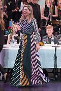 Koningin Maxima is aanwezig bij de BZT Kerstshow in Carre Amsterdam. De BZT Band XXL is compleet! Tien muzikale groepen, met elk een eigen 'sound', treden aanstaande op in een vol Carré op het Kerst Muziekgala 2016 als onderdeel van Meer muziek in de klas.<br /> <br /> Queen Maxima attends the BZT Christmas Show in Amsterdam Carre. The BZT Band XXL is complete! Ten musical groups, each with its own 'sound', stairs leading into a full Carré in Christmas music gala 2016 as part of more music in class.<br /> <br /> Op de foto / On the photo: Koningin Maxima / Queen Maxima