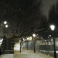 Une fois de plus, décembre était le parfait moment pour apprécier Paris de nuit. La promenade au bord du canal de l'Ourcq était des plus agréables.<br /> <br /> Once again, December was the perfect time to appreciate Paris by night. Walking along canal de l'Ourcq was most enjoyable.