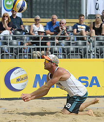 17-07-2014 NED: FIVB Grand Slam Beach Volleybal, Apeldoorn<br /> Poule fase groep A mannen - Stefan Windscheif (2) GER