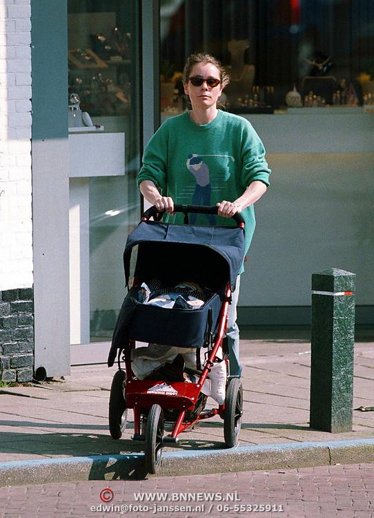Yolanda Adriaansens winkelend in laren met haar kind