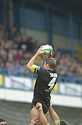 Shepards Bush, West London, UK., 30.09.2001, Simon SHAW collects the Line out ball, London Wasps vs Stade Francais, Loftus Road Stadium,<br /> Heineken European Rugby Cup,<br /> [Mandatory Credit: Peter Spurrier/Intersport Images],