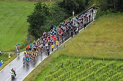 26.05.2019, Ivrea, Como, ITA, Giro d Italia 2019, 15. Etappe, Ivrea - Como (237 km), im Bild il gruppo maglia rosa // the group of pink jersey during stage 15 of the 102nd Giro d'Italia cycling race from Ivrea to Como (237 km) Ivrea in Como, Italy on 2019/05/26. EXPA Pictures © 2019, PhotoCredit: EXPA/ laPresse/ Massimo Paolone<br /> <br /> *****ATTENTION - for AUT, SUI, CRO, SLO only*****