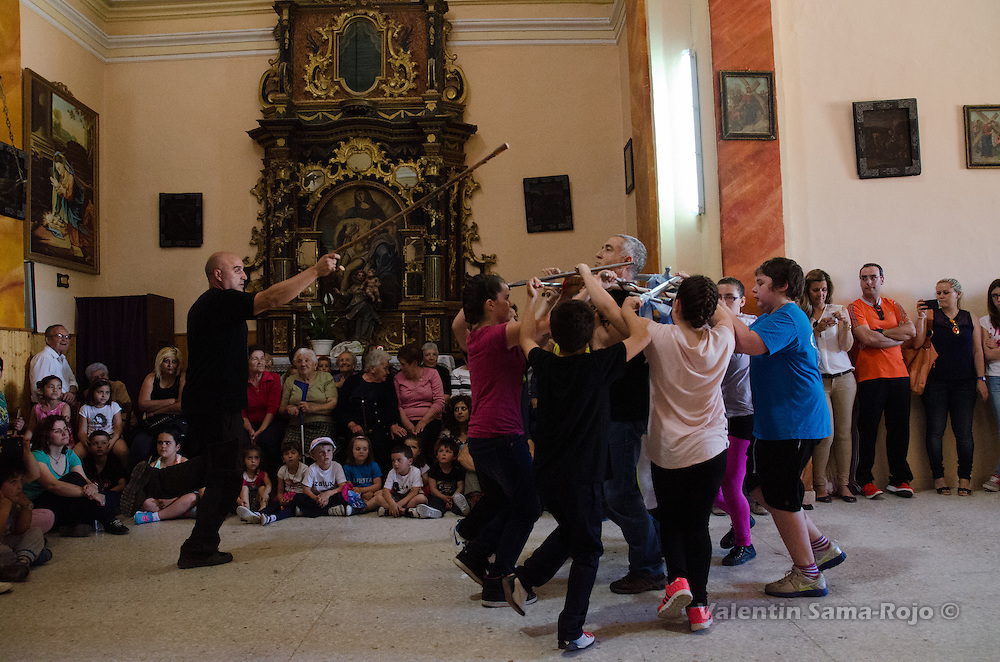Kids and the 'zagal' and 'mayoral' dacing during the rehearsal of Cetina's Dance in 'San Juan Lorenzo' hermitage.