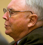 Omaha, Neb 5/7/06 Charlie Munger answers questions at the Berkshire Hathaway annual meeting press conference at the Marriott Hotel Sunday afternoon..(Chris Machian/Prairie Pixel Group)