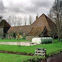 Nederland. Graft. 2 april 2003..Stolp boerderij van Gerben van Diepen. Wonen.