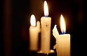 Brandende kaars in de avond - Burning candle by night