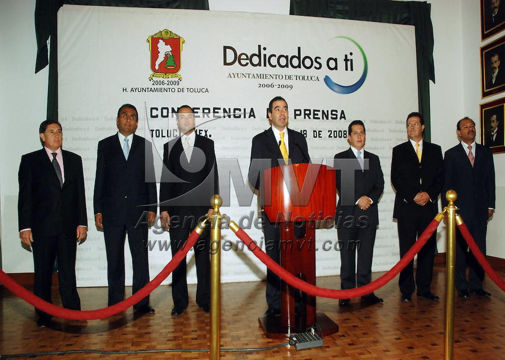 Toluca, Mex.- Roberto Valdéz, secretario del ayuntamiento, anunció cambios en cinco direcciones del gobierno municipal. Agencia MVT / José Hernández. (DIGITAL)<br /> <br /> <br /> <br /> NO ARCHIVAR - NO ARCHIVE