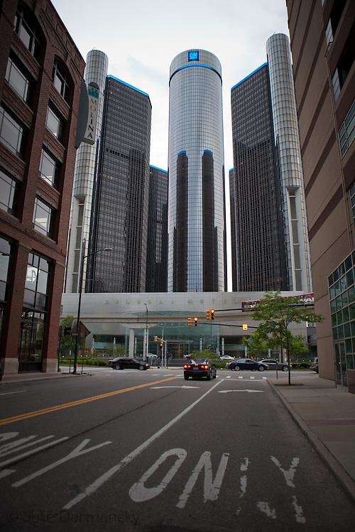 General Motors headquarters in downtown Detroit. g