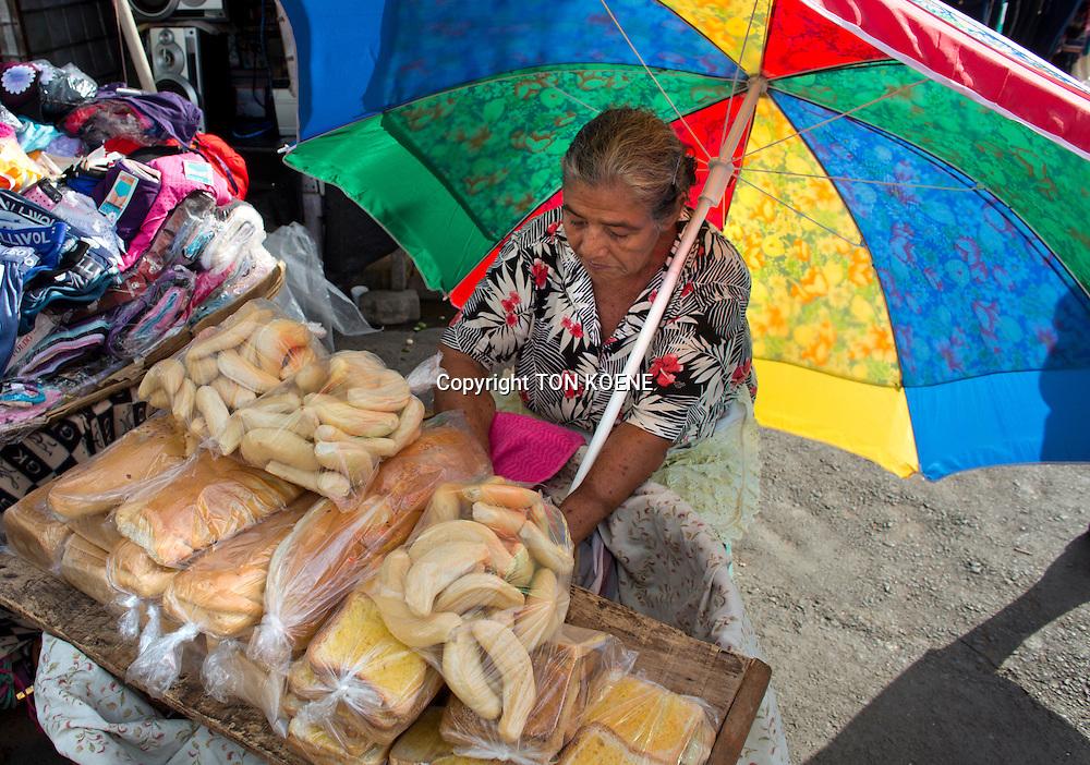 bread seller in nicaragua