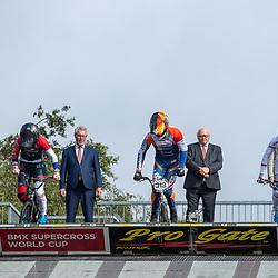30-08-2020: Wielrennen: BMX - Road to Tokyo & WK 2021: Papendal<br /> Jochem Schellens (directeur Papendal),  wethouders Hans de Vroome en Jan van Dellen (Gemeente Arnhem) en gedeputeerde Jan Markink (Provincie Gelderland) gaven met Laura Smulders, Twan van Gendt en Niek Kimmann de kickoff voor de sideevents richting het WK BMX 2021
