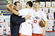 DESCRIZIONE : Roma Campionato Lega A 2013-14 Acea Virtus Roma Grissin Bon Reggio Emilia <br /> GIOCATORE : Simone Pianigiani Cinciarini Rimantas Kaukenas<br /> CATEGORIA : ritratto pre game fair play<br /> SQUADRA : <br /> EVENTO : Campionato Lega A 2013-2014<br /> GARA : Acea Virtus Roma Grissin Bon Reggio Emilia <br /> DATA : 22/12/2013<br /> SPORT : Pallacanestro<br /> AUTORE : Agenzia Ciamillo-Castoria/M.Simoni<br /> Galleria : Lega Basket A 2013-2014<br /> Fotonotizia : Roma Campionato Lega A 2013-14 Acea Virtus Roma Grissin Bon Reggio Emilia <br /> Predefinita :