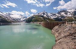 THEMENBILD - die Staumauer des Mooserboden Stausees mit den umliegenden Bergen, aufgenommen am 15. Juni 2017, Kaprun, Österreich // the dam of the reservoir Mooserboden with surrounding mountains on 2017/06/15, Kaprun, Austria. EXPA Pictures © 2017, PhotoCredit: EXPA/ JFK